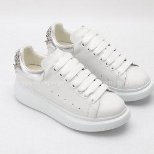 Giày McQueen màu trắng gót bạc họa tiết hiếm