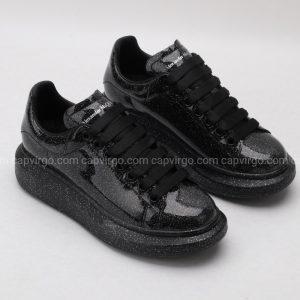 Giày McQueen full đen bóng họa tiết kim sa