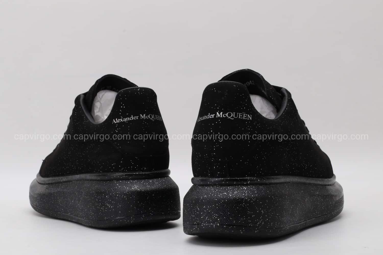 Giày McQueen full đen họa tiết kim sa