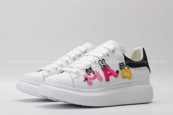 Giày McQueen trắng họa tiết chữ MAQ thêu