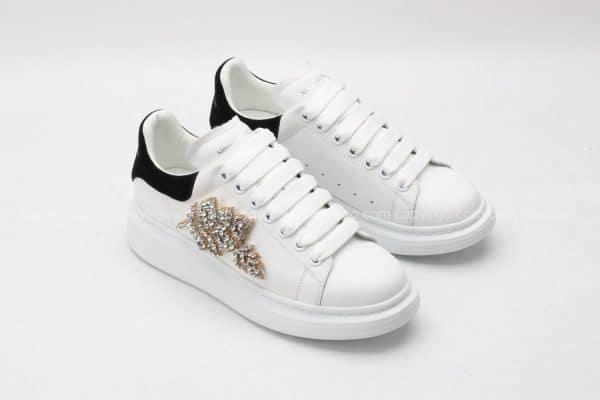 Giày McQueen màu trắng gót đen họa tiết hoa đính đá