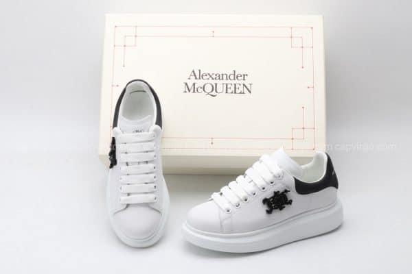 Giày McQueen màu trắng gót đen họa tiết đính cườm đẹp