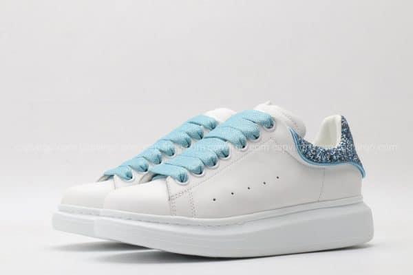 Giày McQueen màu trắng gót xanh kim tuyết 1:1