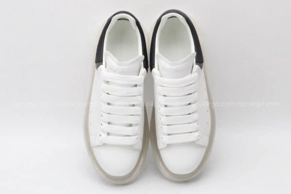 Giày McQueen đế hơi gót 3 vạch màu đen