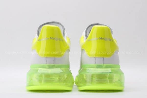 Giày McQueen trong màu vàng chanh gót vàng