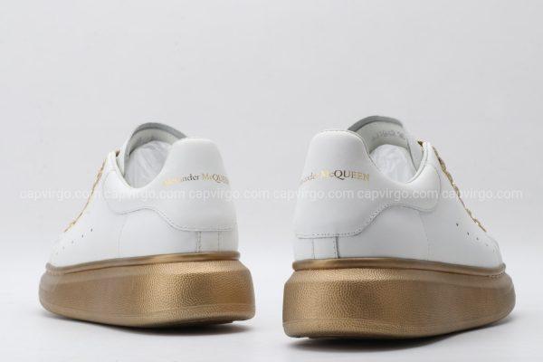 Giày McQueen màu trắng đế và dây mà nâu đồng