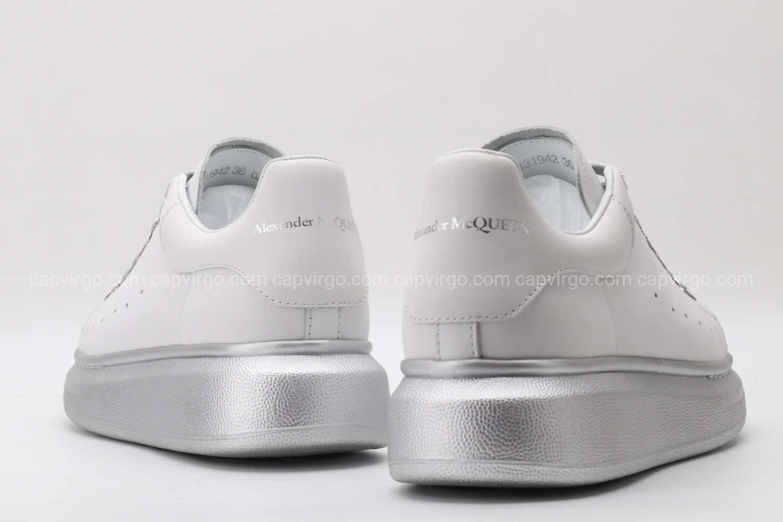 Giày McQueen màu trắng đế và dây màu bạc