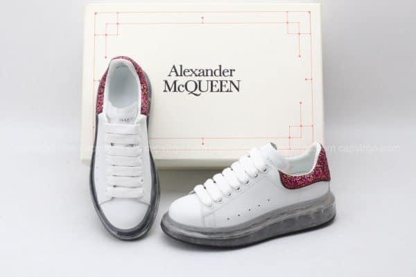 Giày McQueen màu trắng gót kim tuyến bã trầu