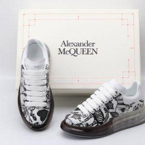 Giày McQueen đế hơi paint họa tiết lá bài màu đen