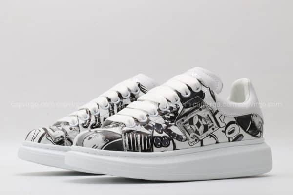 Giày McQueen họa tiết paint hình quân bài màu đen