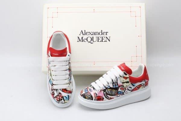 Giày McQueen họa tiết paint hình quân bài viền giày đỏ