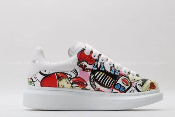 Giày McQueen họa tiết paint hình quân bài