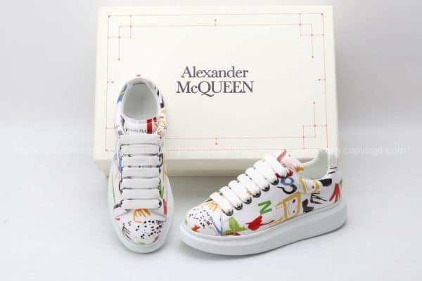 Giày McQueen trắng họa tiết hoa văn icon