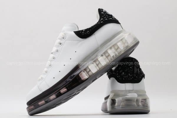 Giày McQueen đế hơi trắng gót đen họa tiết đá
