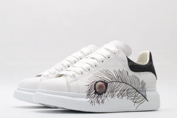 Giày McQueen siêu cấp trắng gót đen họa tiết lông gà
