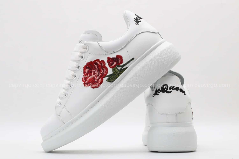 Giày McQueen full trắng họa tiết bông hồng