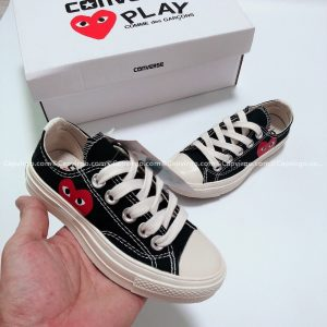 Giày Converse PLAY tim màu đen cổ thấp