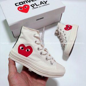 Giày Converse PLAY tim màu trắng cao cổ