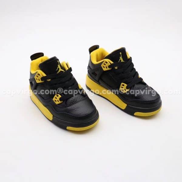 Giày trẻ em Air Jordan 4 màu đen vàng