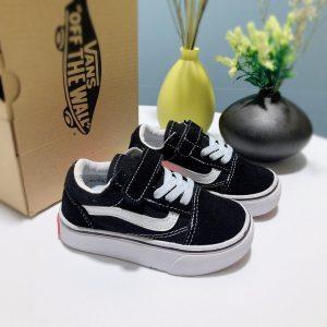 Giày Vans trẻ em màu đen