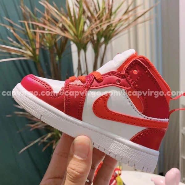 Giày trẻ em Air Jordan 1 Mid màu đỏ trắng