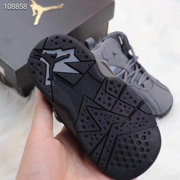 Giày trẻ em Air Jordan 7 Retro màu xám