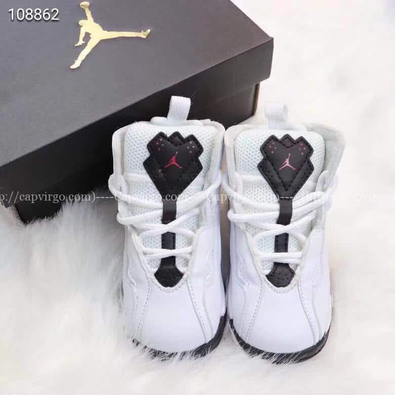 Giày trẻ em Air Jordan 7 Retro màu trắng