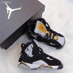 Giày trẻ em Air Jordan 7 Retro màu đen vàng