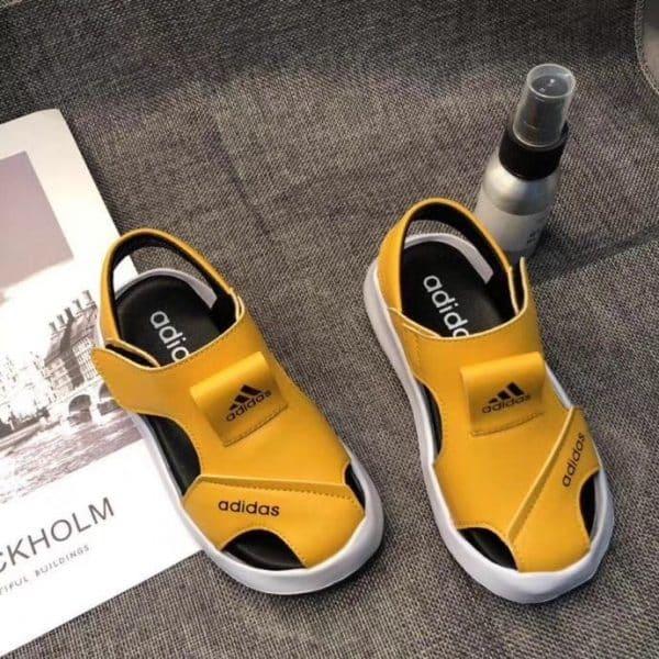 Sandal adidas trẻ em màu vàng