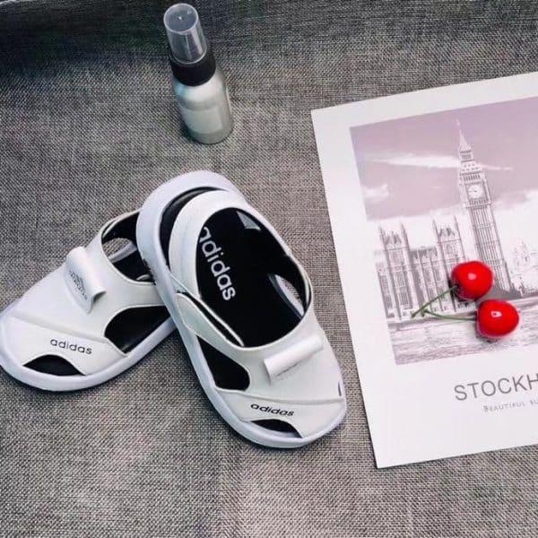 Sandal adidas trẻ em màu trắng