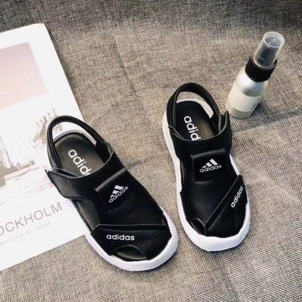 Sandal adidas trẻ em màu đen