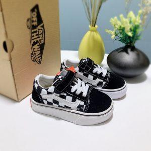 Giày Vans trẻ em màu đen họa tiết caro