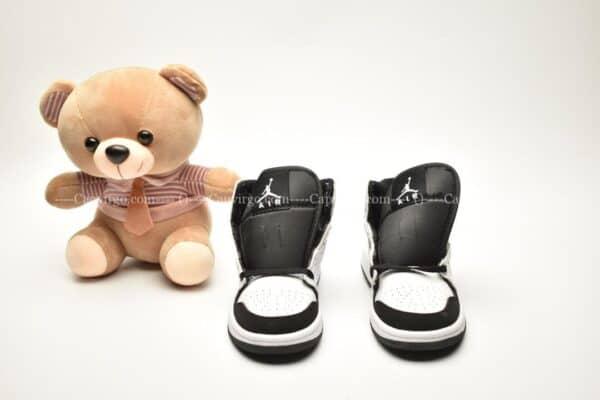 Giày trẻ em Jordan1 Retro High OG trắng đen swoosh trắng