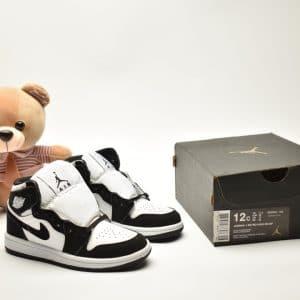 Giày trẻ em Jordan1 Retro High OG đen trắng swoosh đen