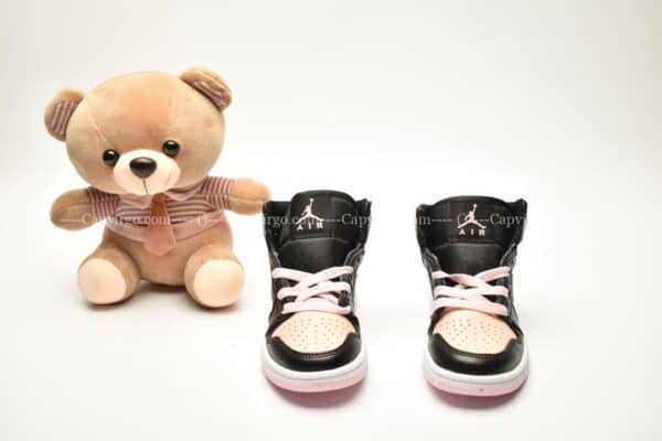 Giày trẻ em Jordan1 Retro High OG đen hồng nhạt