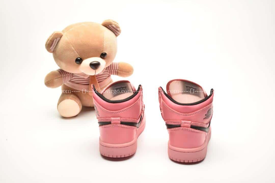 Giày trẻ em Jordan1 Retro High OG hồng swoosh đen