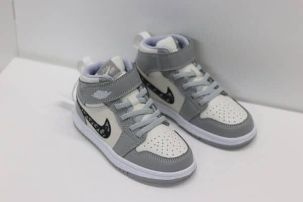 Giày nike Jordan trẻ em màu ghi dán dính