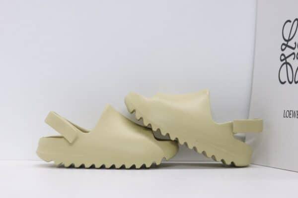 Dép adidas Yeezy màu nude có quai dán