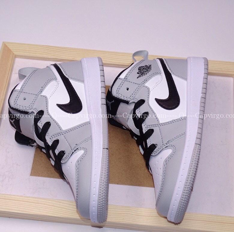 Giày air Jordan 1 trẻ em màu trắng đen swoosh ghi