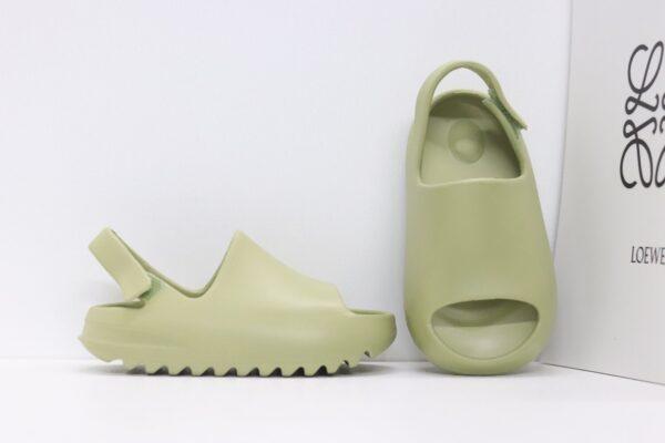 Dép adidas Yeezy màu vàng chanh có quai dán