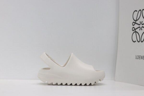 Dép adidas Yeezy màu trắng kem có quai dán