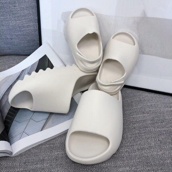 Dép adidas Yeezy màu trắng kem