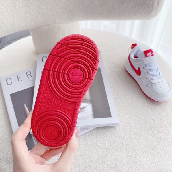 Giày trẻ em Nike Air Force One Tooling Low-Top màu trắng đế đỏ