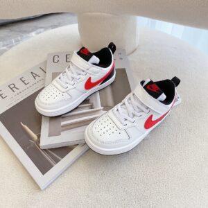 Giày trẻ em Nike Air Force One Tooling Low-Top màu trắng logo đỏ