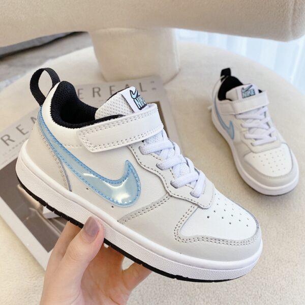 Giày trẻ em Nike Air Force One Tooling Low-Top màu trắng logo xanh