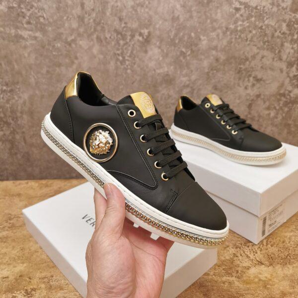 Giày nam Versace siêu cấp hoạt tiết đầu sư tử màu đen