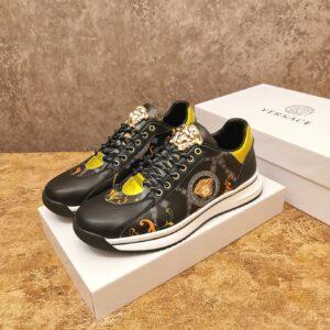 Giày Versace màu đen họa tiết hoa văn