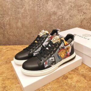 Giày Versace màu đen họa tiết classic