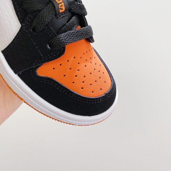 Giày nike jordan low trẻ em màu cam logo đen
