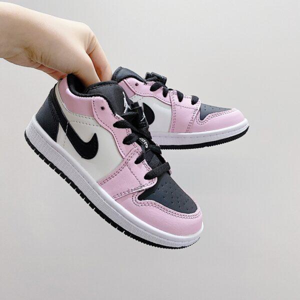 Giày nike jordan low trẻ em màu hồng logo đen